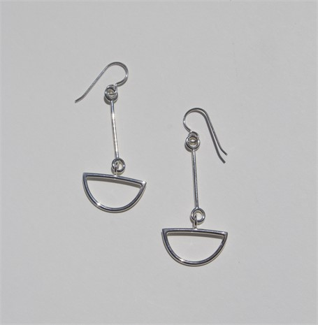 Earring: small link with half circle drop