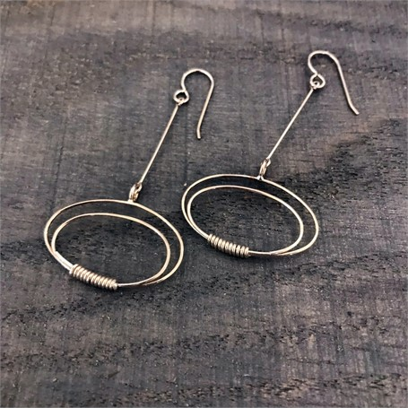 Sterling Silver Earrings: thin line with ovals