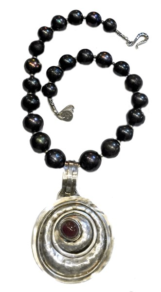 Necklace - Repousse Silver Pendant With Oregon Sunstone Cabochon & Charcoal Freshwater Pearls - RW200