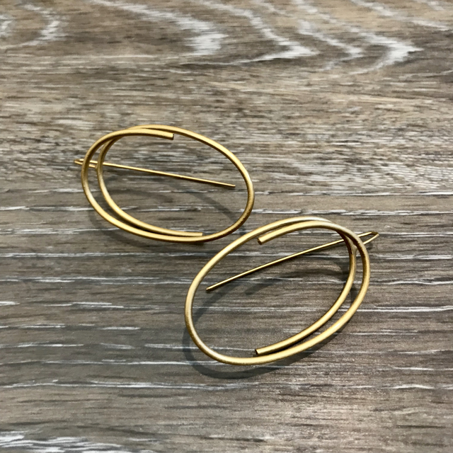 Gold Plated Earrings: Continuous Line Oval