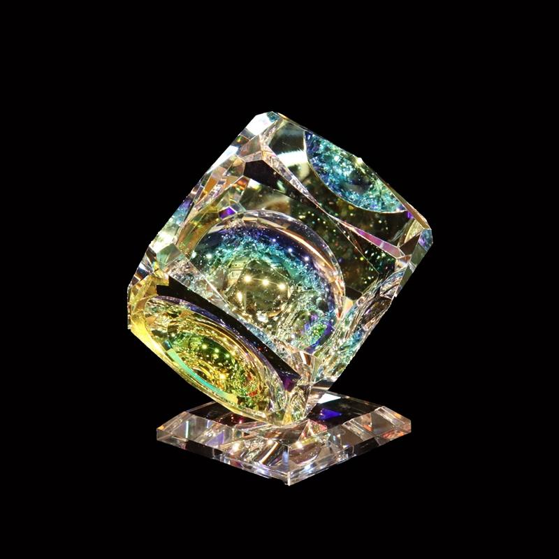 """Crystal Cube 100mm(4"""") """"V"""" Bevel on Base"""