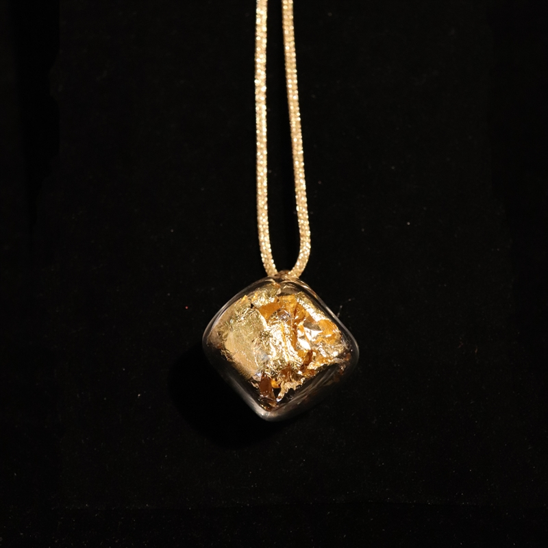 AIR 47 NECKLACE GOLD WITH GOLD LEAF