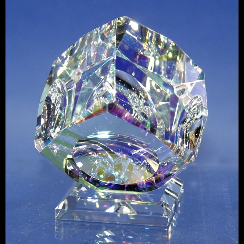 """Crystal Cube 100mm """"V"""" Bevel on Base-S"""
