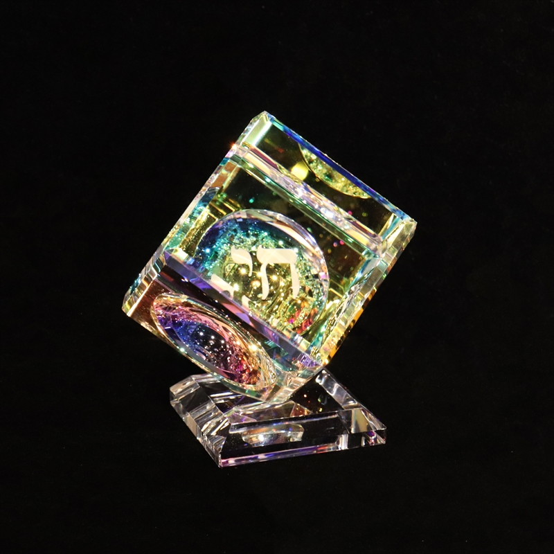"""Crystal Cube 060mm(2 3/8"""") with Chai on Base"""