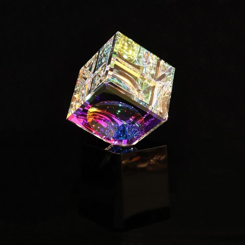 Crystal Cube 070mm on Turntable Black Base
