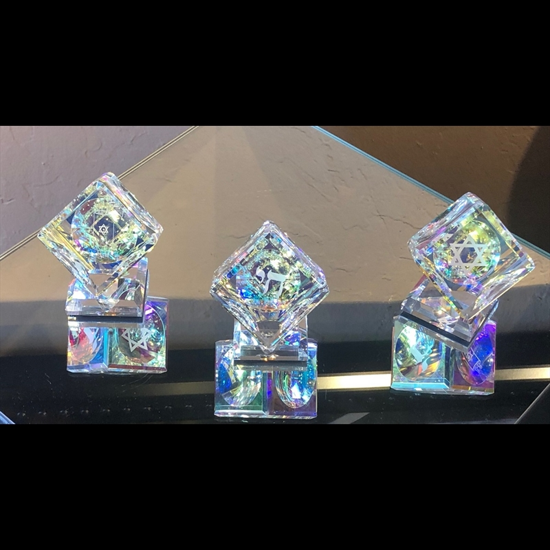 "Crystal Cube 080mm(3 1/8"") with Judaica 3 sided images on Base-PO"