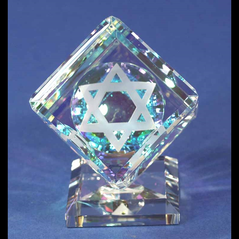 Crystal Cube 040mm with Star of David on Base-S