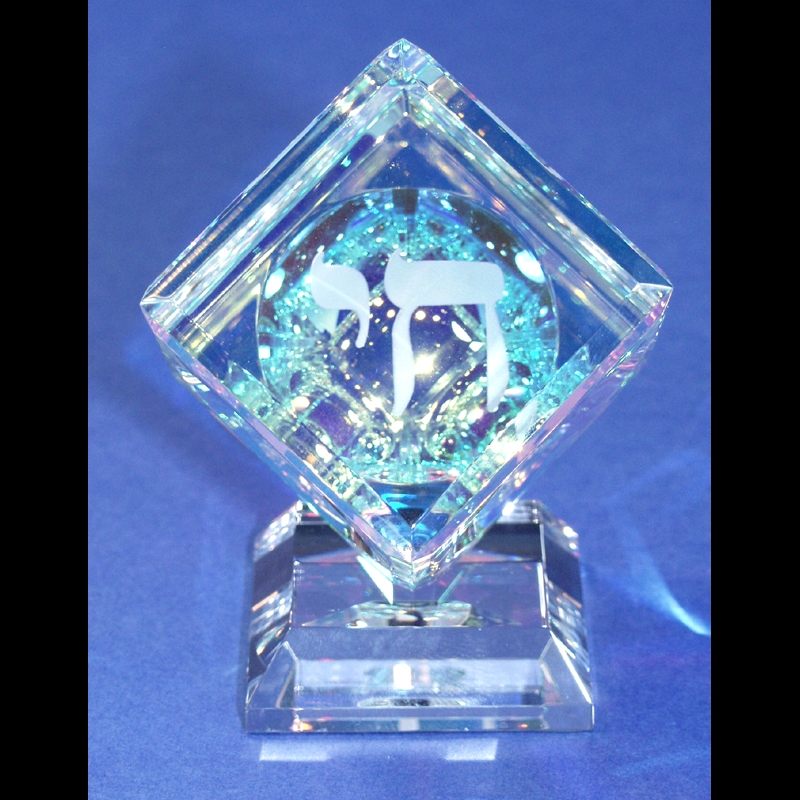 """Crystal Cube 050mm(2"""") with Chai on Base"""