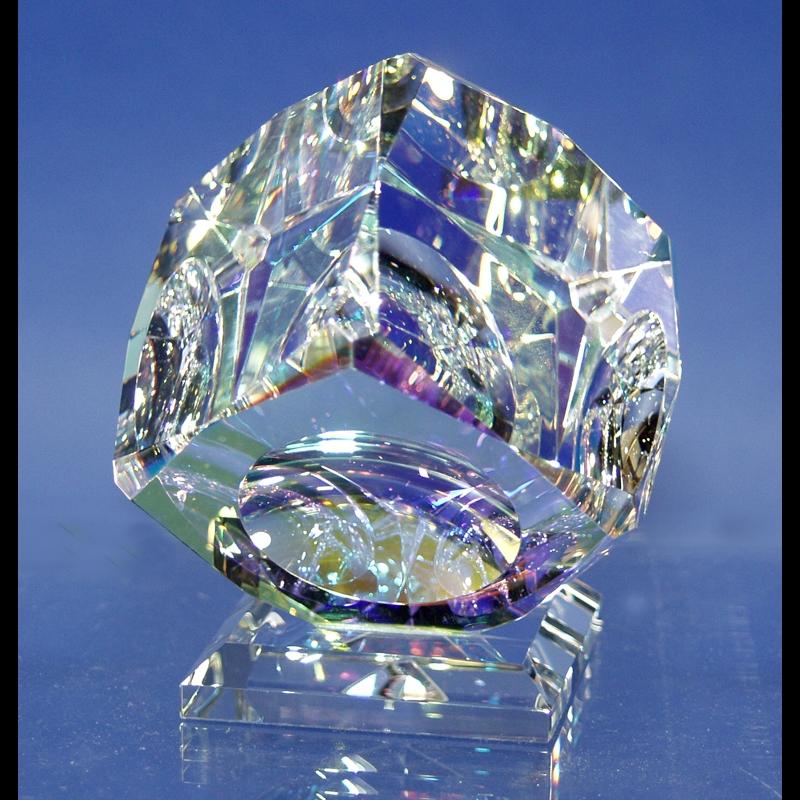 """Crystal Cube 080mm """"V"""" Bevel on Base-PO"""