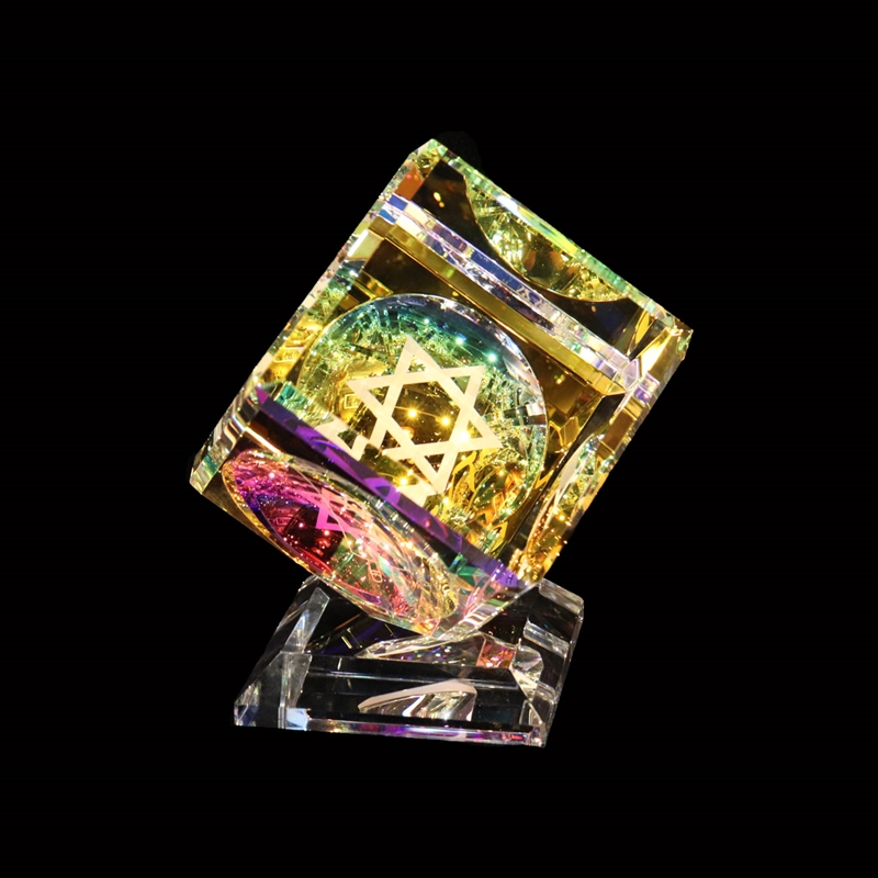 """Crystal Cube 080mm(3 1/8"""") with Judaica 3 sided images on Base"""