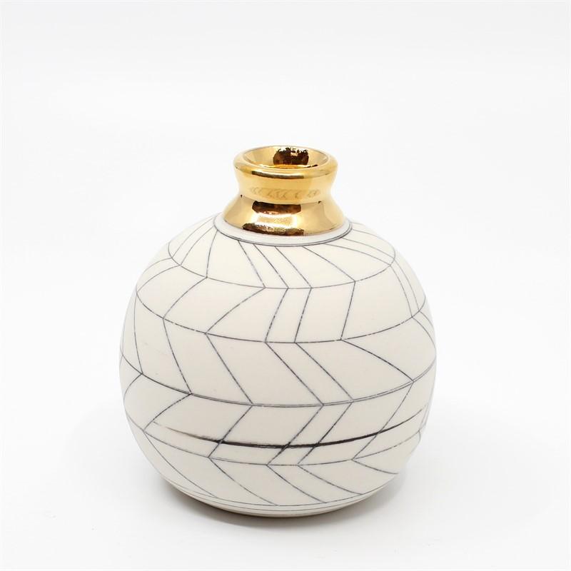 Small Bud Vase (Gold), 2019