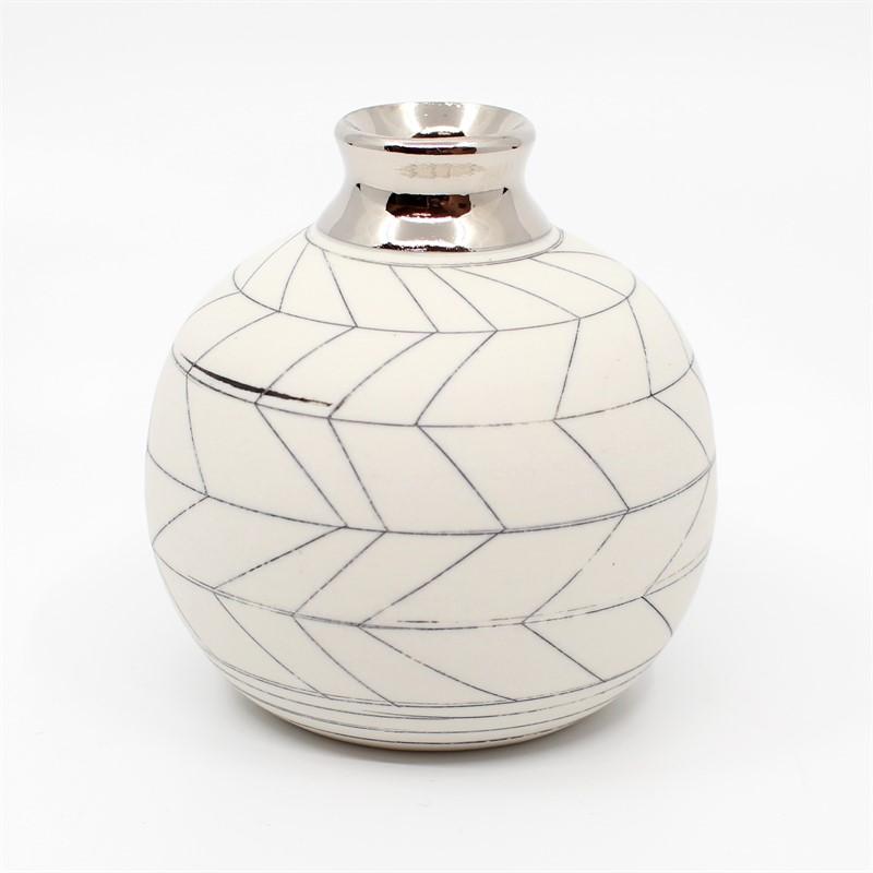 Bud Vase (Silver), 2019