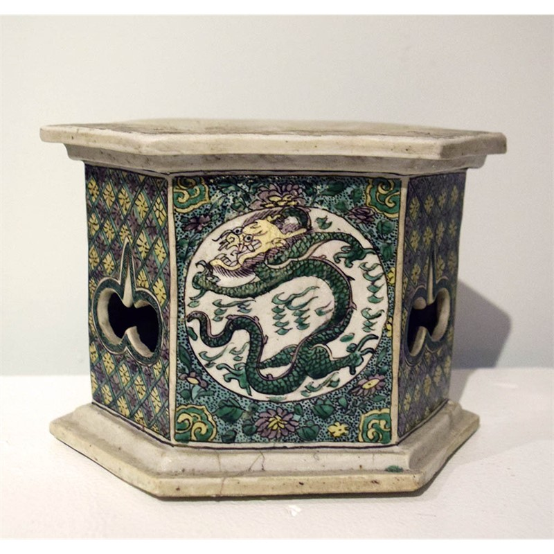 FAMILLE VERTE BISCUIT STAND, Chinese, Qing Dynasty, 18th century