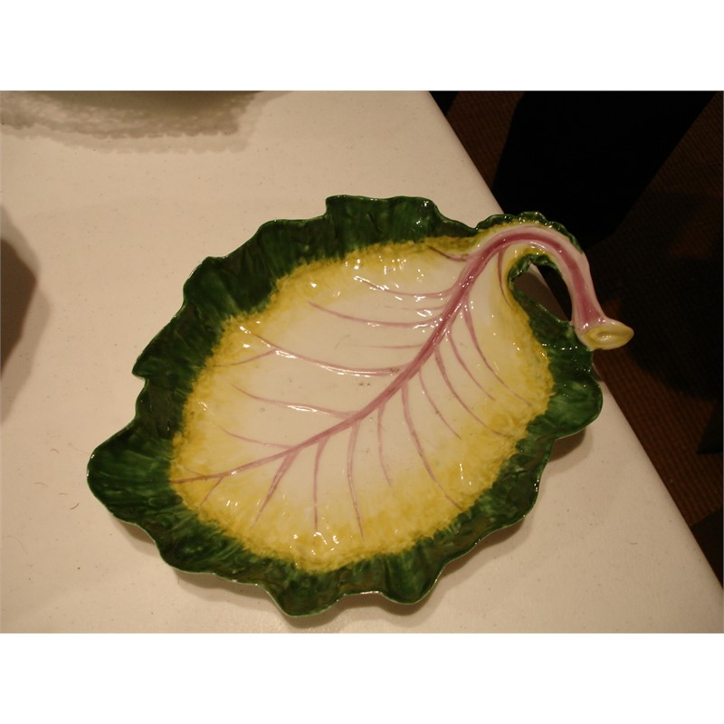 A CHELSEA RED-ANCHOR LEAF-SHAPED DISH, circa 1760