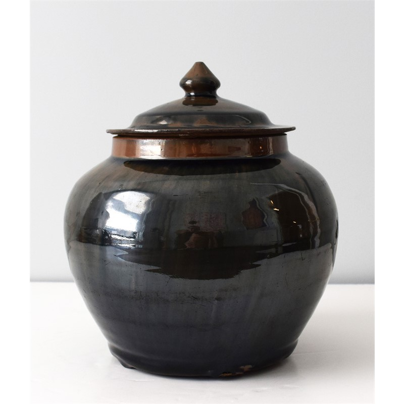 BLACK GLAZED JAR AND COVER WITH RUSSET STREAKS, Chinese, late 17th/early 18th century
