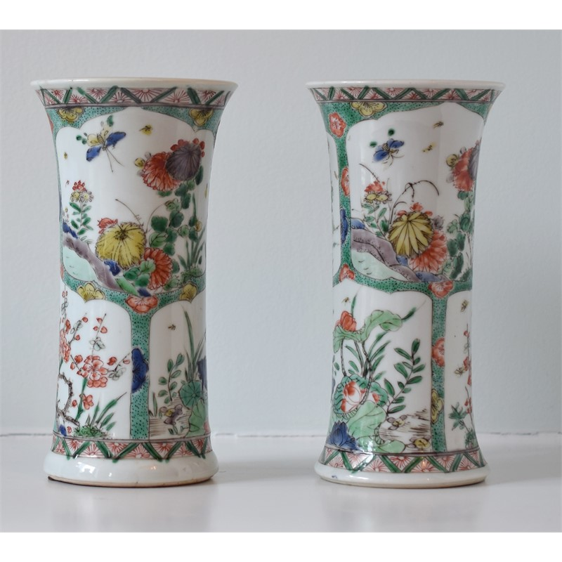 TWO SMALL FAMILLE VERTE ENAMELED PORCELAIN BEAKER VASES, Kangxi Period (1662-1722)