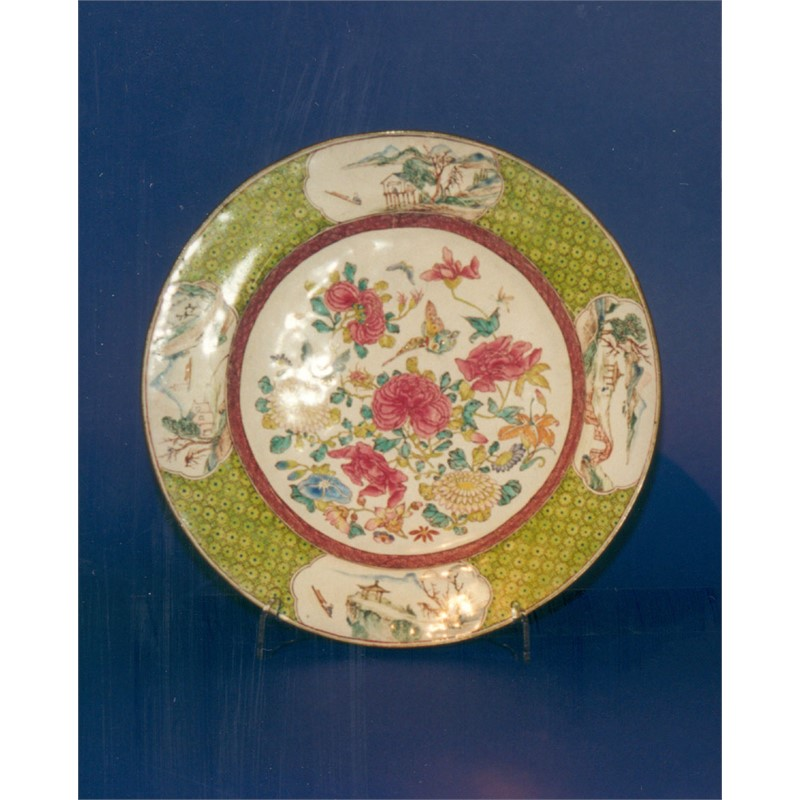 PAINTED ENAMEL DISH WITH FLORAL DECORATION AND GREEN BORDER, Chinese, 18th century