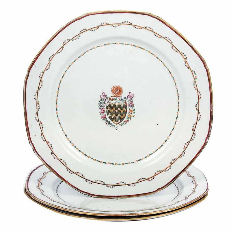 SET OF THREE ARMORIAL PLATTERS WITH ARMS OF BLUNT