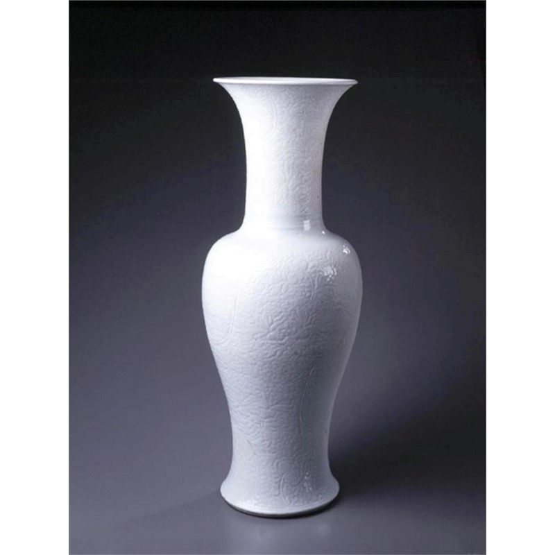 LARGE WHITE-GLAZED CARVED PHOENIX-TAIL VASE, Qing Dynasty, Kangxi Period (1662-1722)