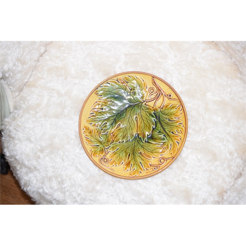 A MAJOLICA LEAF-MOLDED PLATE