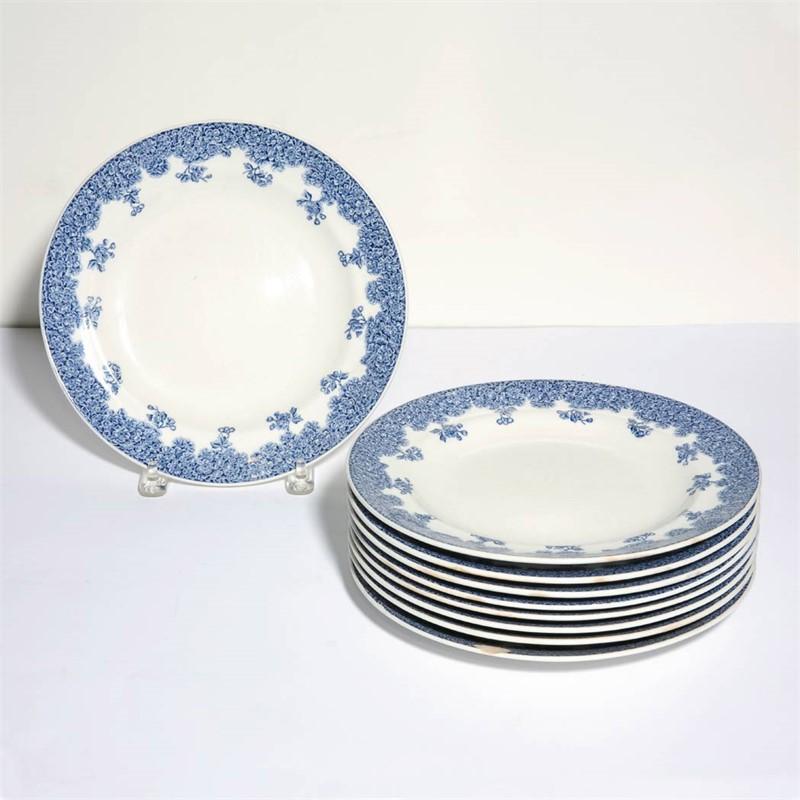 SET OF NINE ENGLISH PORCELAIN DINNER PLATES