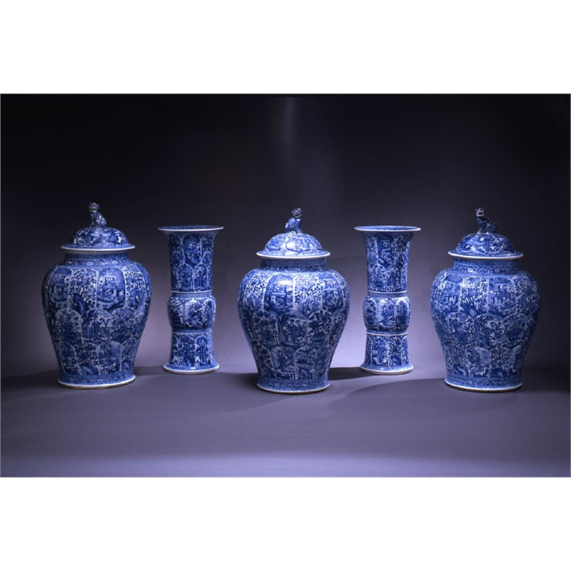 LARGE CHINESE EXPORT PORCELAIN BLUE AND WHITE GARNITURE, Chinese, Kangxi Period (1662-1722)