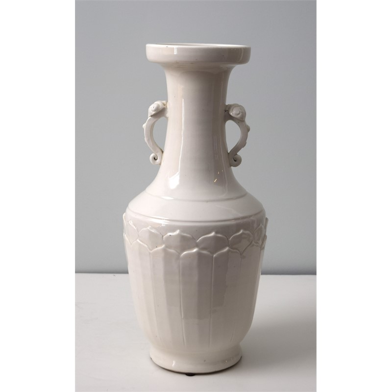 DEHUA PORCELAIN VASE, Chinese, Qing Dynasty, 18th/19th century