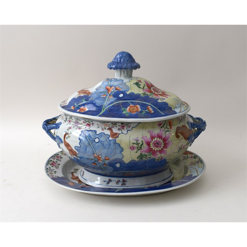 TOBACCO LEAF TUREEN WITH STAND, Chinese, Jiaqing Period (1796-1820)