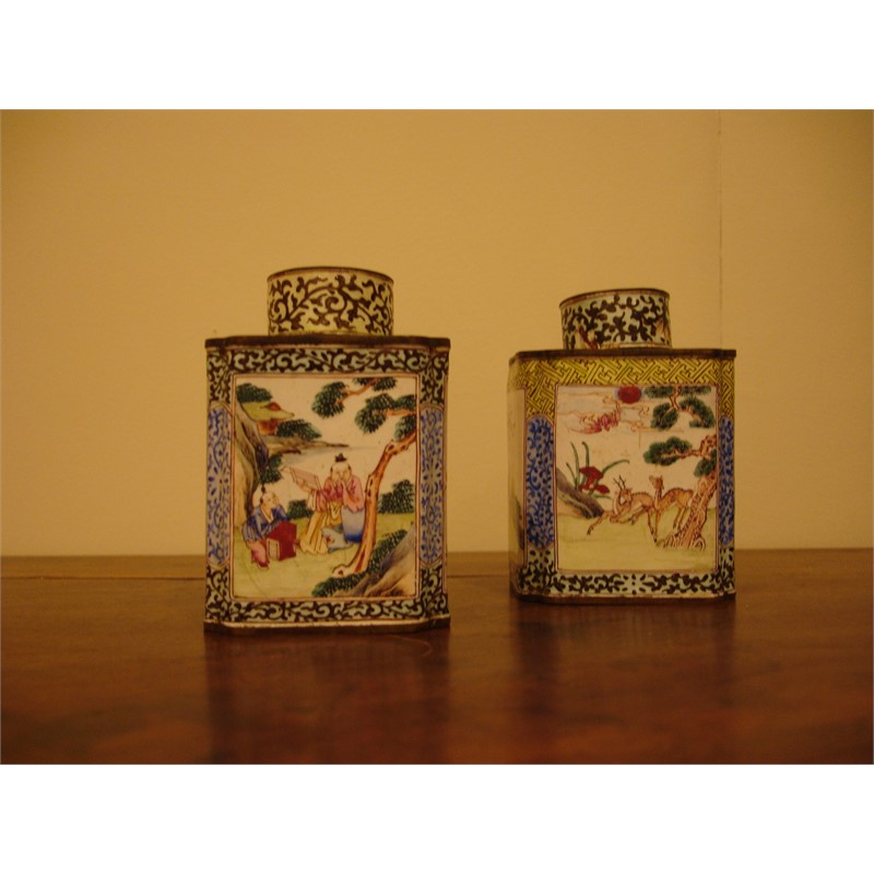 SMALL ENAMELED CANISTER AND COVER WITH FIGURAL/FLORAL VIGNETTES, Chinese, 18th century