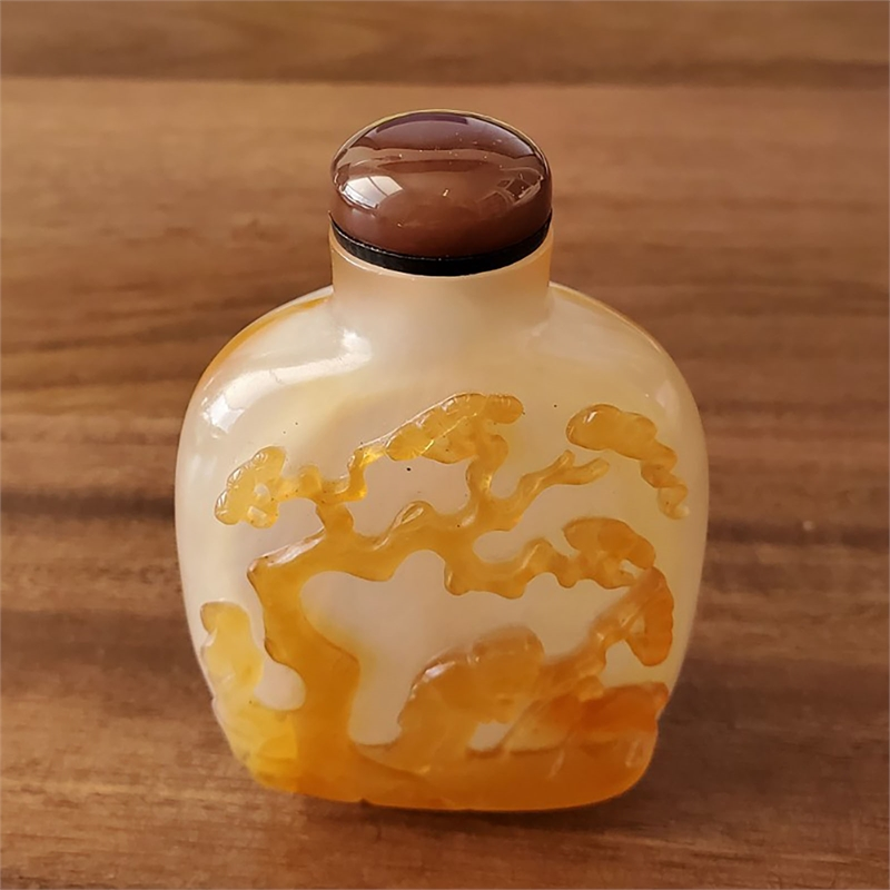 CHALCEDONY SNUFF BOTTLE, Chinese, 19th century