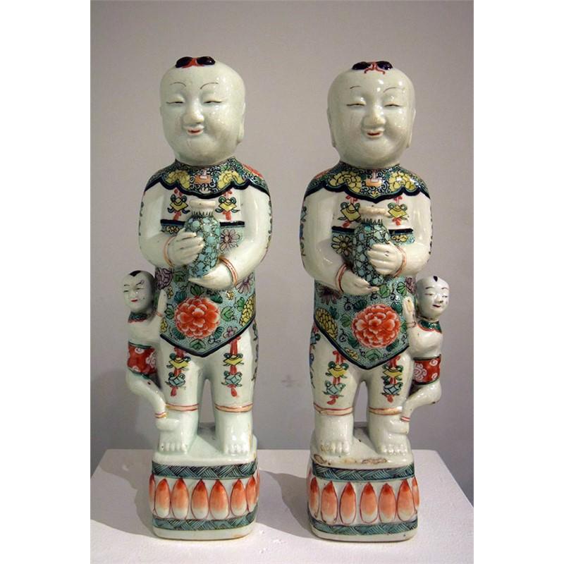 PAIR OF FAMILLE VERTE HOHO FIGURES, Qing Dynasty, Kangxi reign (1662-1722)