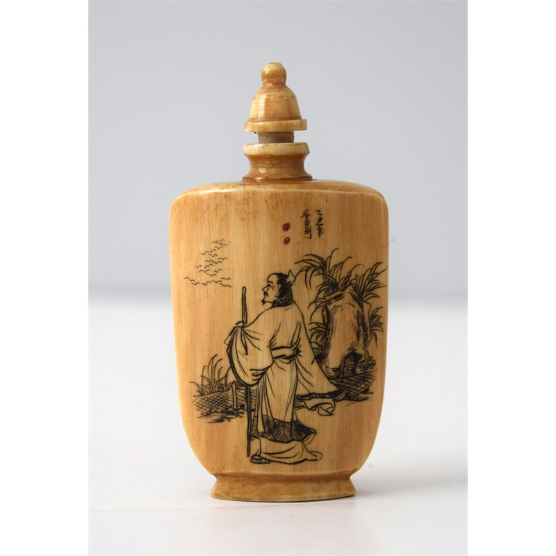WOOD SNUFF BOTTLE: MAN WITH STAFF INSCRIPTION ON REVERSE