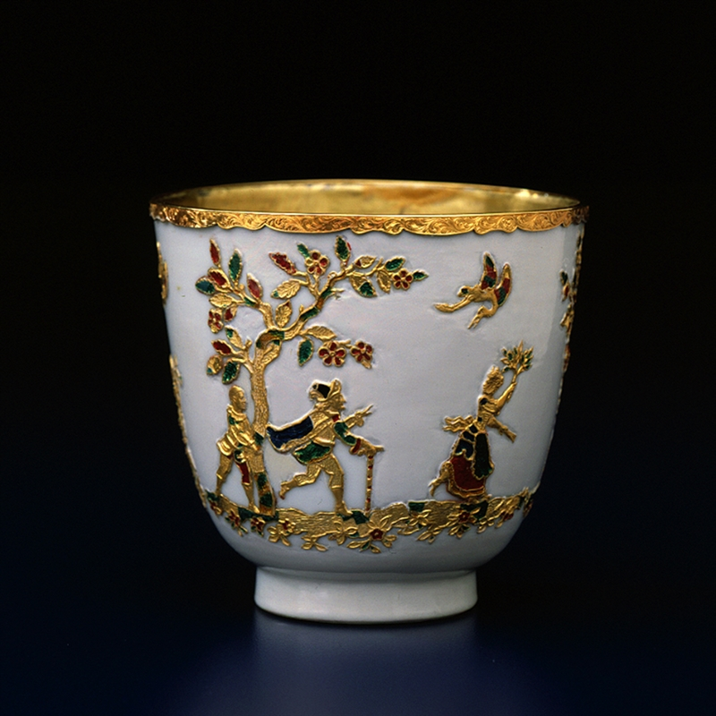 SMALL CUP WITH GOLD DECOR, Chinese, Kangxi Period (1662-1722)