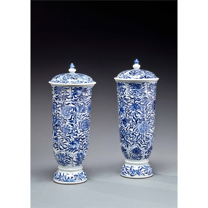 PAIR OF BLUE AND WHITE TALL FLUTED BEAKERS AND COVERS, Kangxi Period (1662-1722)