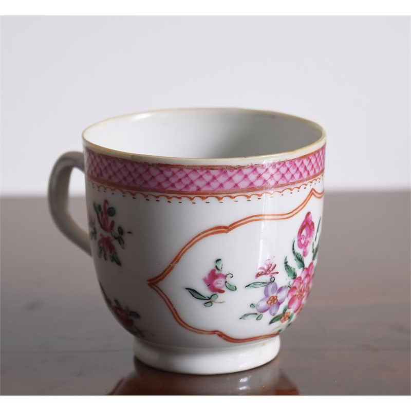 A FR COFFEECUP WITH CENTRAL FLOWER, SMALL PUCE FOLIAGE, Qianlong Period (1736-1795)