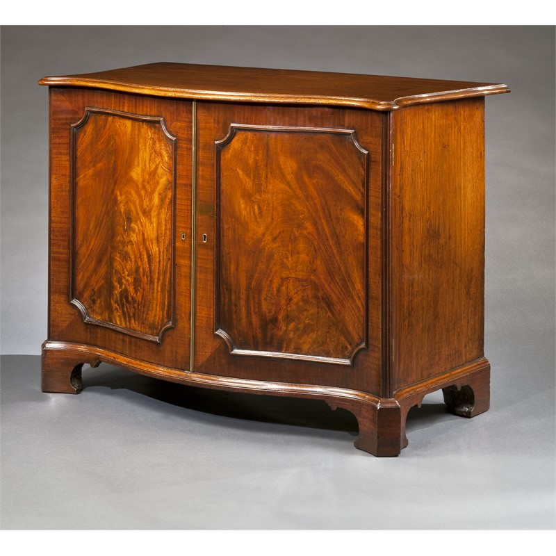 GEORGE III MAHOGANY SERPENTINE COMMODE, English, circa 1760